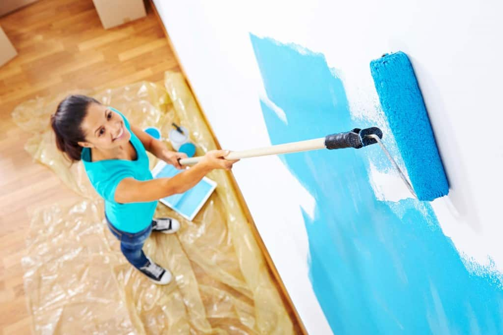 how to paint walls ceilings hometips. Black Bedroom Furniture Sets. Home Design Ideas