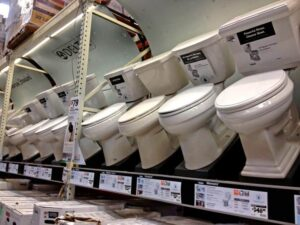 When shopping for a new toilet, you'll find a world of possibilities. This guide will help you make a smart choice.