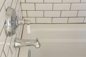 Classic bathtub faucet includes a diverter that switches the flow to the shower head.