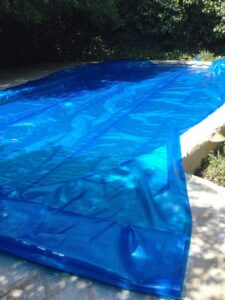 unroll pool cover on swimming pool